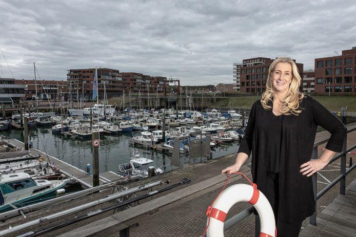 Diana Boer van marketing communicatie bureau Cieremans Van Reijn geniet van haar nautische uitzicht.  Van Boven