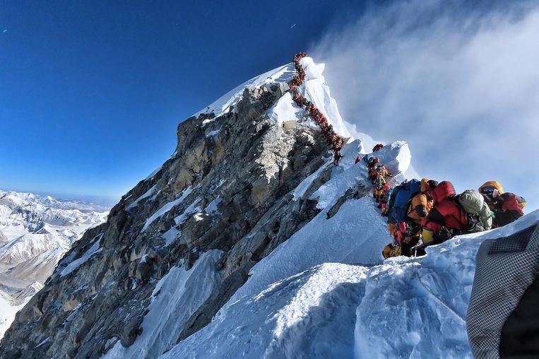 Topdrukte op de Mount Everest op woensdag 22 mei. Beeld AFP