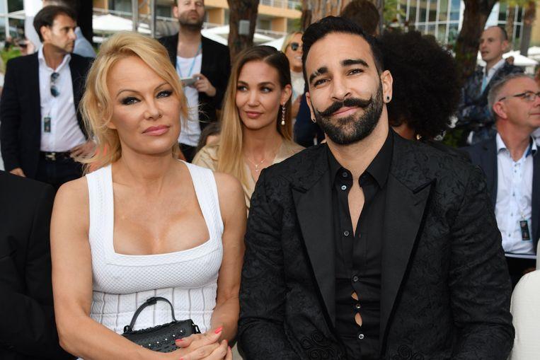 Pamela naast Adil Rami in 2019.