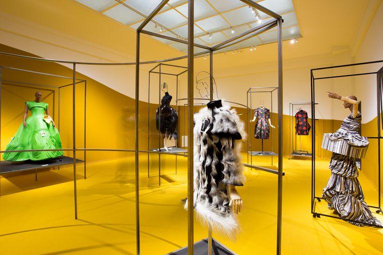 Conceptuele ontwerpen van o.a. Marga Weimans en Comme des Garçons. Beeld Gemeentemuseum Den Haag / Alice de Groot