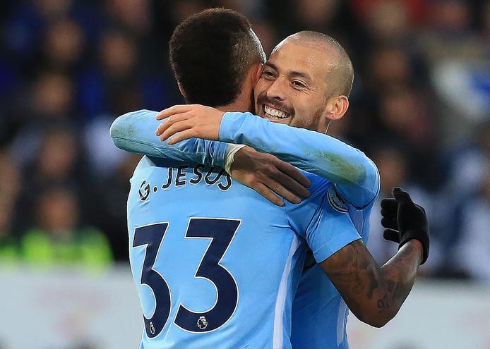 David Silva viert de winst op Leicester City met Gabriel Jesus.