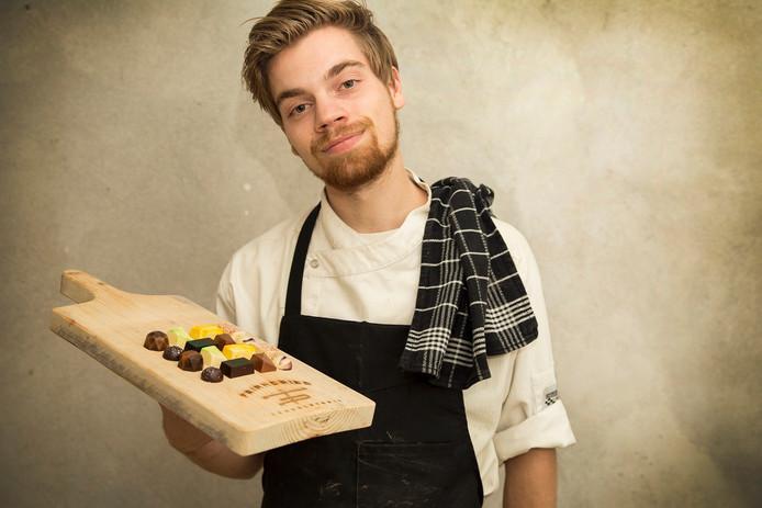 Chocolatier Dries Michels ontwerpt bijzondere bonbons.