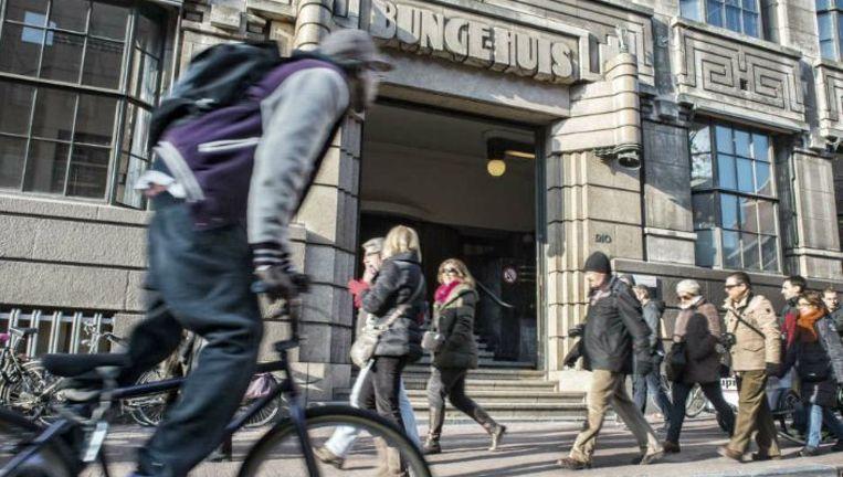 Het Bungehuis, een van de onderkomens van geesteswetenschappen van de Universiteit van Amsterdam. Het pand is genoemd naar de handelsfirma die er ooit huisde. Beeld Patrick Post