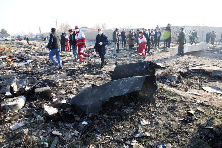 Wrakstukken van de Boeing 737 in de buurt van Teheran.  Beeld EPA