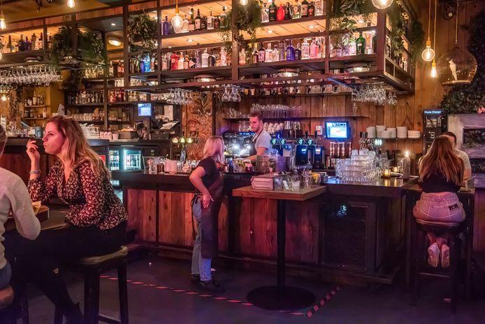 In de Suikerkist op de Havermarkt van Breda tapt de barman zijn laatste biertje.