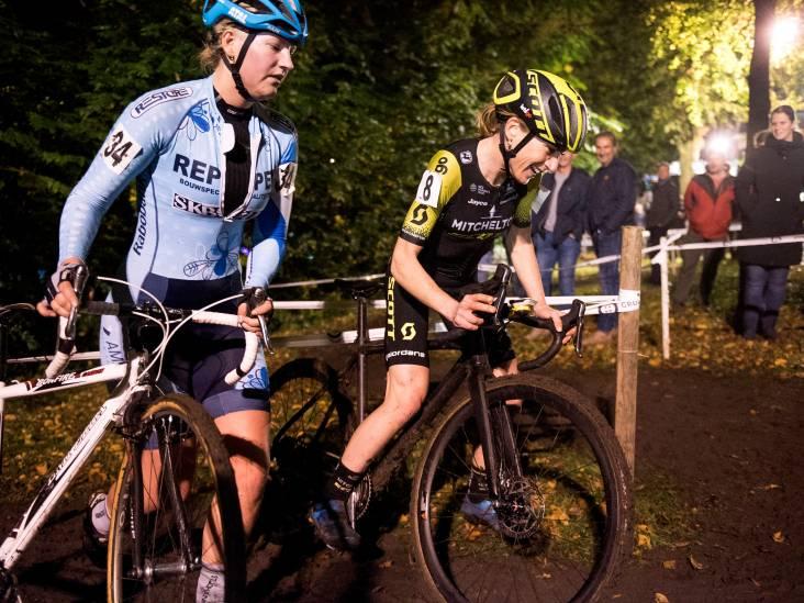 Zo genoot wereldkampioen Van Vleuten van de Nacht van Woerden: 'Een leuke bezigheid'