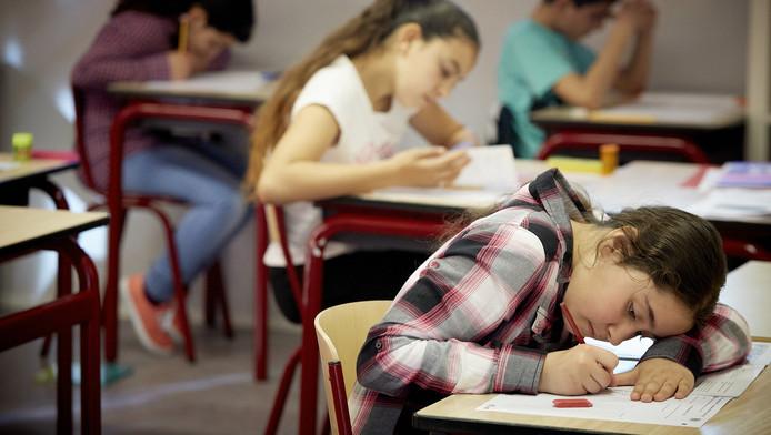 Leerlingen zijn bezig aan de cito-toets
