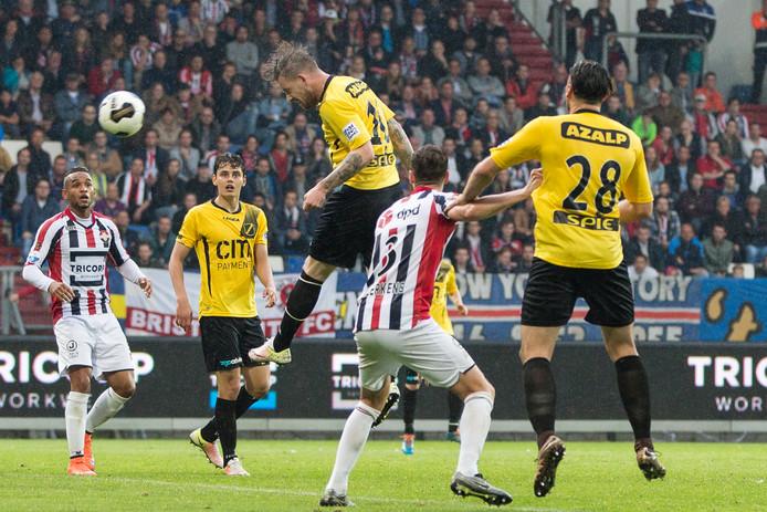 Nét naast: bijna treft Kevin Brands doel tegen Willem II.