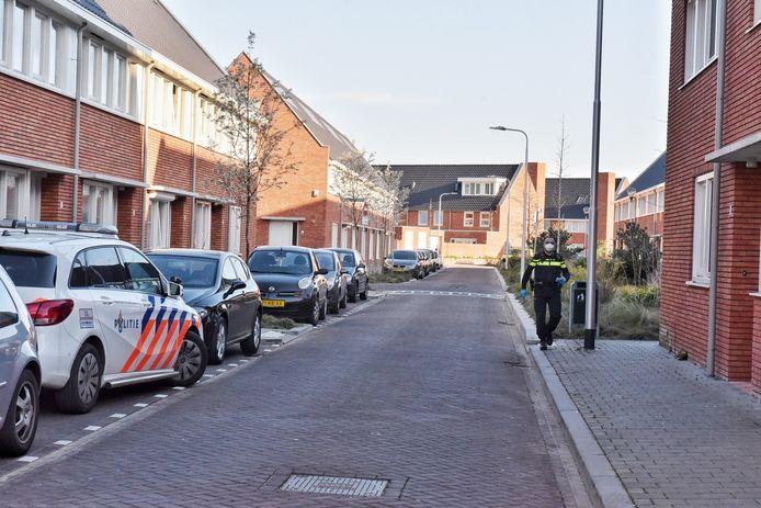 Man neergestoken in huis in Tilburg. De politie doet onderzoek.