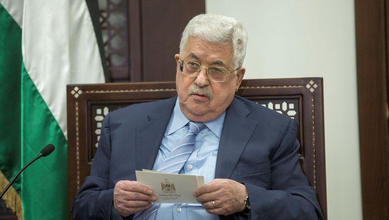 De Palestijnse president Mahmoud Abbas spreekt bij het bezoek van de Duitse minister van Buitenlandse Zaken, Sigmar Gabriel, drie weken geleden, in Ramallah, waar de Palestijnse Autoriteit zetelt. Beeld Foto Atef Safadi / Reuters