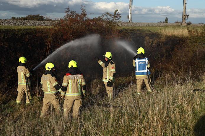 Meerdere brandjes langs het spoor.
