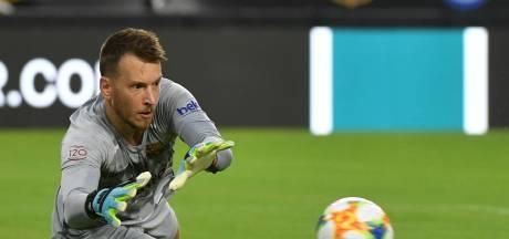 Neto, le gardien du Barça, opéré du poignet absent six à huit semaines