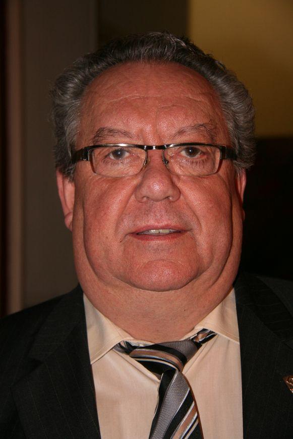 Pierre Bels, ereschepen van Stabroek, treedt op als spreekbuis voor de familie.