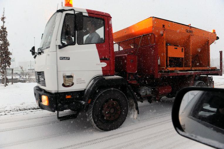 De strooiwagens in Leuven zijn klaar voor de sneeuw.