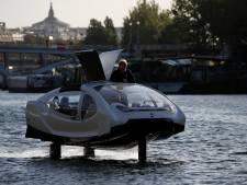 """Les SeaBubbles, des """"taxis volants"""" sur l'eau testés à Paris"""