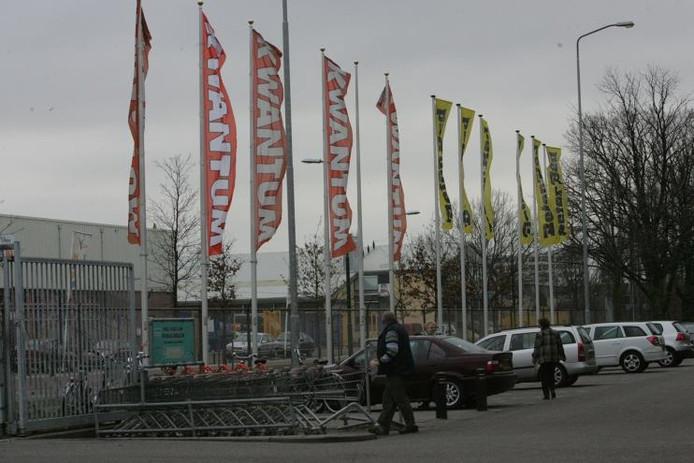 Banieren op de woonboulevard aan de Groeneveldselaan in Veenendaal. foto Cord Otting