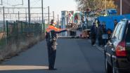 Carnavalisten verhuizen onder politiebegeleiding naar nieuwe werkhal