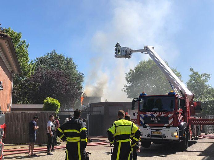In een bovenwoning aan de Hoofdstraat in Rijen is een grote brand uitgebroken.