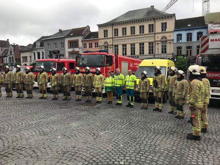 Het brandweerkorps verzamelde op Markt voor een minuut stilte.