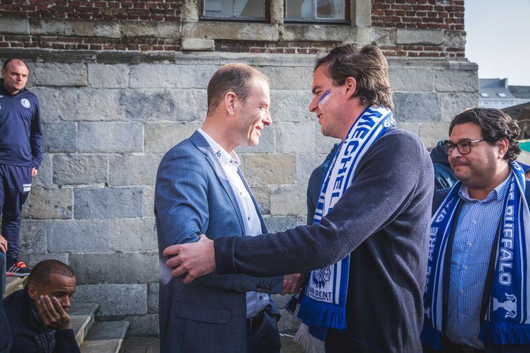 Teleurgesteld versus nog meer teleurgesteld. Trainer Jess Thorup en burgemeester Mathias De Clercq