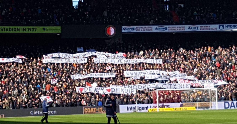 Spandoeken in de Kuip tijdens Feyenoord - PSV.