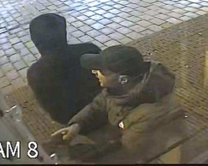 En nog een beeld van de inbrekers. Wie herkent hen?