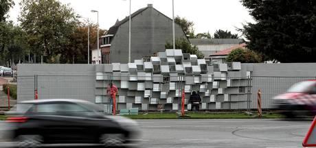 Kunstwerk De Tussenstop aan de Randweg Noord: 'Een kaal en kil geval'