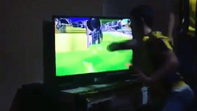 Fenerbahçe-fan slaat tv aan diggelen na frustrerende match, speler komt nadien met opmerkelijk voorstel