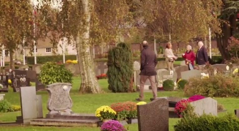 Vincent Leus op het kerkhof van Drongen, waar zijn dochter Emilie Leus ligt.