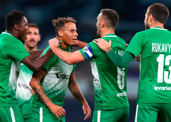 Tjaronn Chery scoort in de Europa League tegen Tottenham Hotspur.