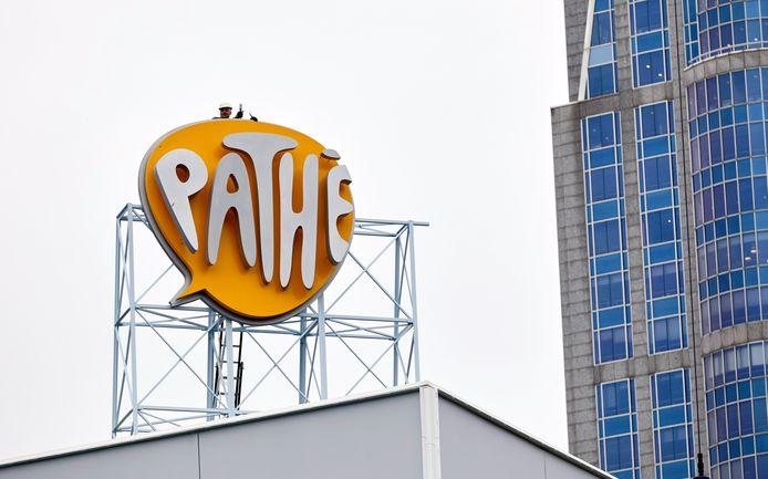 Logo Pathe op de verbouwde bioscoop op het Schouwburgplein.