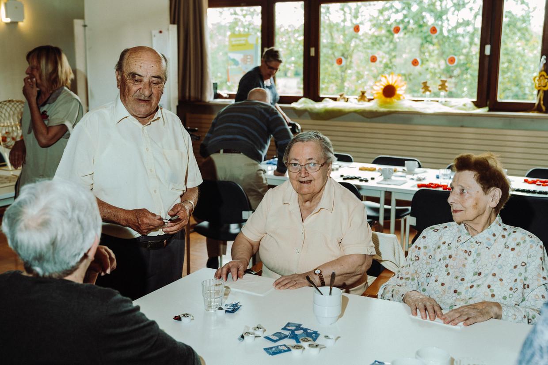 Een partijtje bingo slaan de bewoners van Hof ter Veldeken in Lebbeke niet snel af, maar gaan stemmen doen de meesten niet meer, of per volmacht. Beeld Illias Teirlinck
