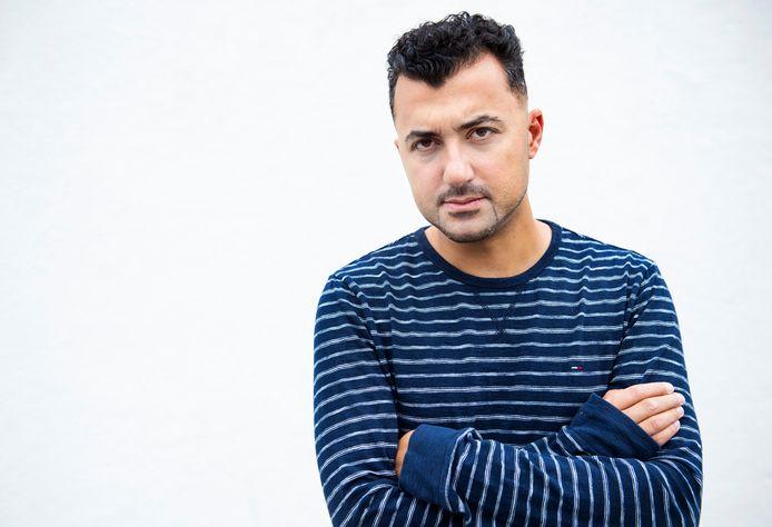 Özcan Akyol wordt regelmatig bedreigd, maar deed ditmaal aangifte omdat een grens was overschreden. 'Deze idioot dreigde mijn dochter iets aan te doen.'