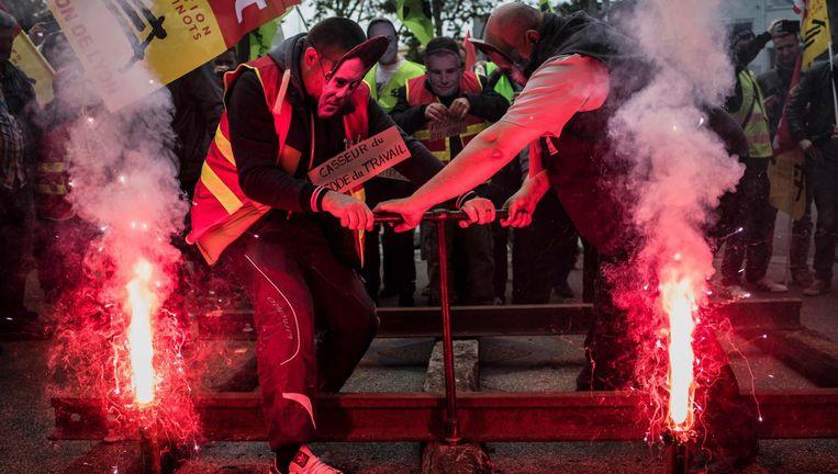 Acties tegen hervormingen van de spoorwegen op 1 juni 2016. Toen wekte Manuel Valls de toorn van de bonden. Beeld AFP