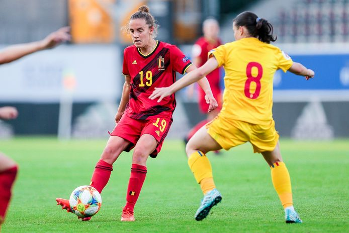 Chloé Vande Velde, hier in actie tegen Roemenië, was blij met een invalbeurt van een halfuur in en tegen Litouwen.