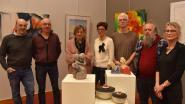 Wandelclub verhuurt kunst en zamelt zo 2.090 euro in