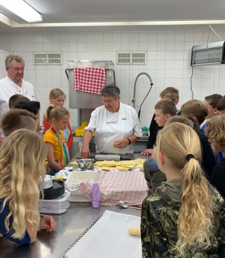 Voor het eerst koken met kinderen in de Cuisine Culinaire in Oud Gastel