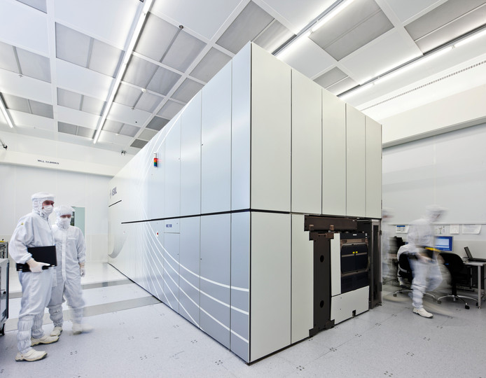 Een EUV machine in de cleanroom bij ASML.