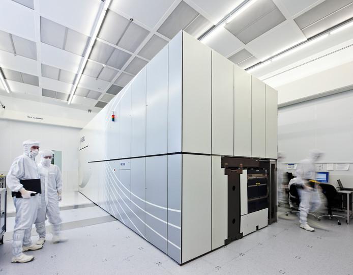 een EUV machine in de cleanroom van ASML.