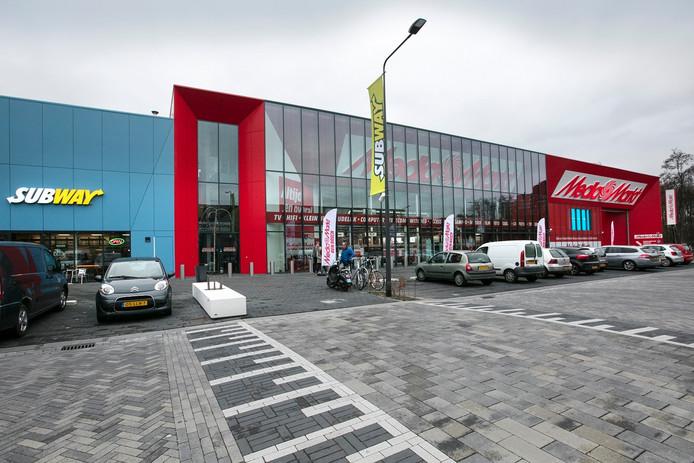 De Bossche woonboulevard met als publiekstrekker de Mediamarkt.