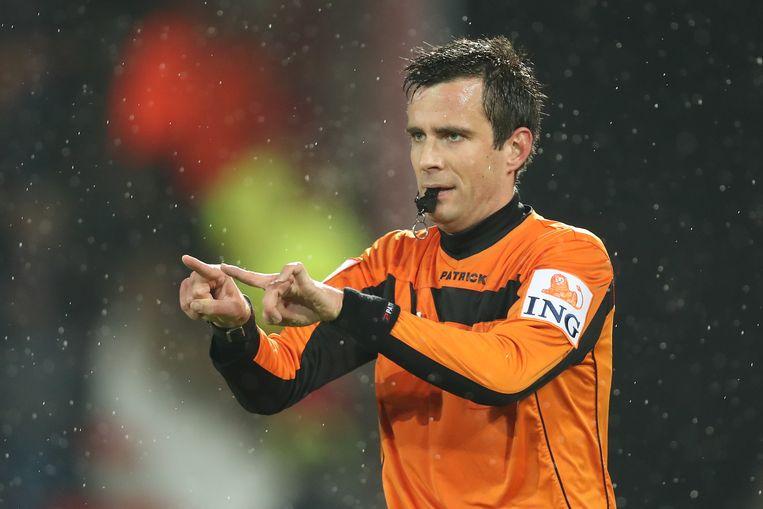 Ref Lambrechts besliste om de 0-1 van Dennis af te keuren.