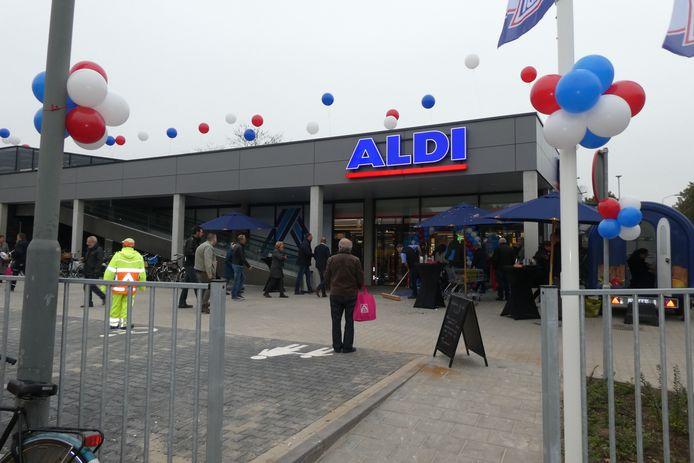 De Aldi heeft haar nieuwe supermarkt geopend vrijdagochtend.