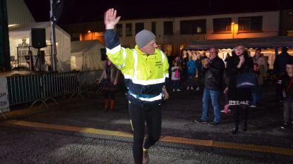 Serge Van Lierde aangemoedigd tijdens 48 uur-durende wandeltocht voor Warmste Week