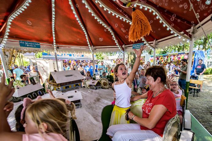 Ulvenhout, Foto: Joris Knapen / Pix4Profs.   Er was veel gezelligheid en vrolijkheid op de Ulvenhoutse Feesten.