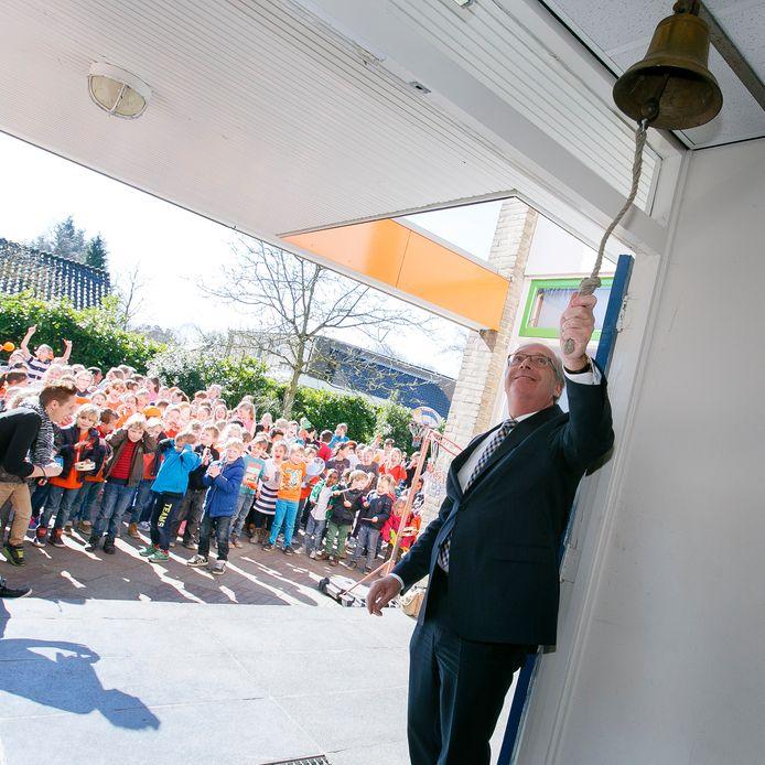 Basisschool De Molenwiek ging in 2015 open in Mijnsheerenland.   Op basisschool de Molenwiek in  Mijnsheerenland luidt wethouder van Etten de bel om het recht op onderwijs te vieren. De kinderen dragen oranje, de kleur van het Lilianefonds.