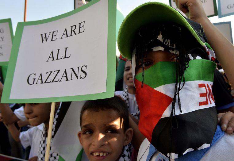 Palestijnse kinderen demonstreren in Libanon tegen het geweld in Gaza, waarvan veel kinderen het slachtoffer zijn. Beeld epa