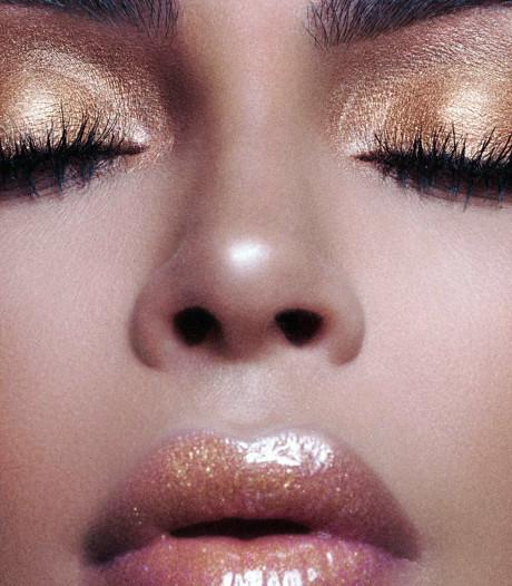 Kim Kardashian promoot nieuwe parfum poedelnaakt