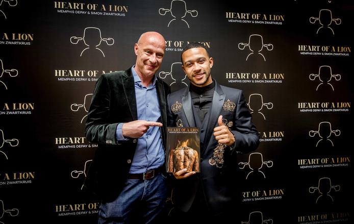 Simon Zwartkruis en Memphis Depay lanceren in Amsterdam het boek 'Heart of a lion'.