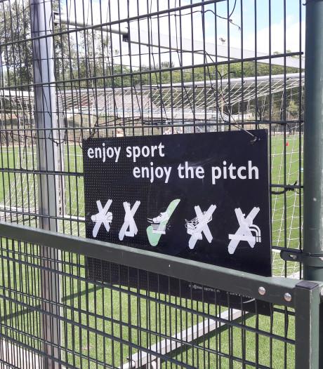 Voetballers WEC weigeren op nieuw kunstgras te trainen, 'Het is nog steeds te glad'