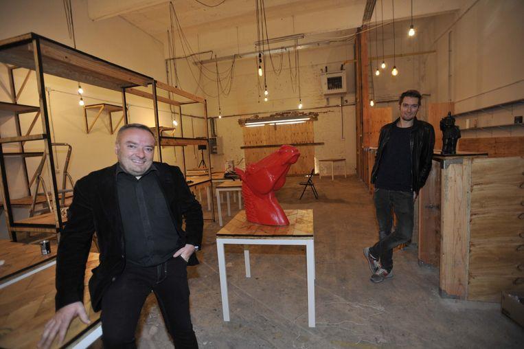 Didier Cortois van Madlion en medewerker Sven in een van de ruimtes van de Kruitfabriek , waar binnenkort Creative Ideas de deuren opent.